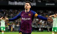 GRAF6138. SEVILLA, 17/03/2019.- El delantero argentino del FC Barcelona, Leo Messi, celebra el cuarto gol del equipo blaugrana durante el encuentro correspondiente a la jornada 28 de primera división que disputan esta noche en el estadio Benito Villamarín, en Sevilla. EFE/Raúl Caro.