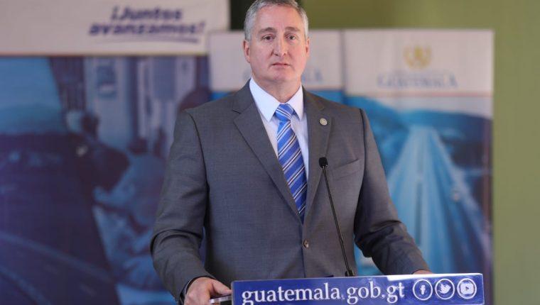 Enrique Degenhart, ministro de Gobernación, al finalizar la reuión de gabinete. (Foto Prensa Libre: Mingob)