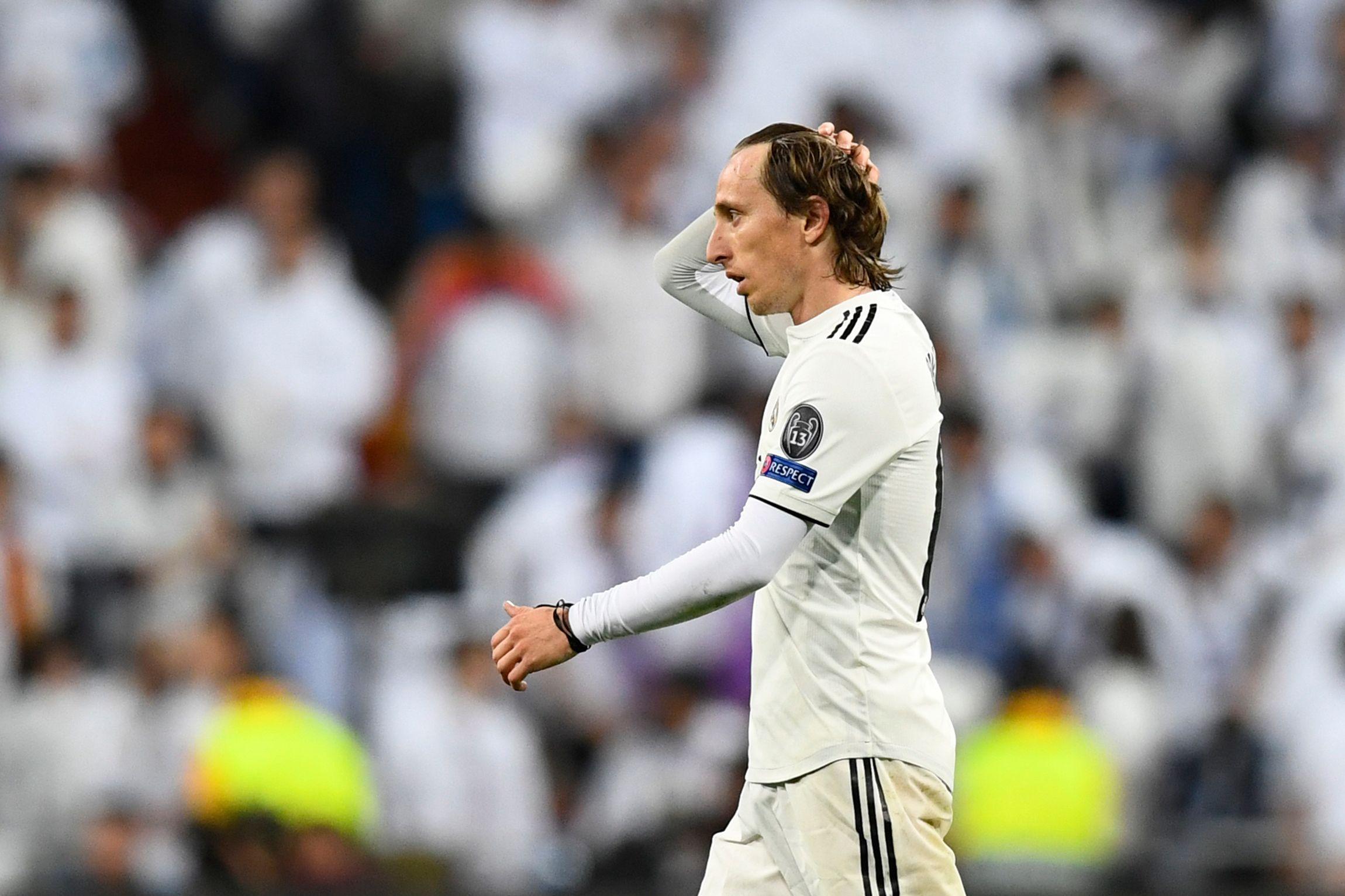 El croata Luka Modric lamenta la eliminación del Real Madrid en la Champions League. (Foto Prensa Libre: AFP).