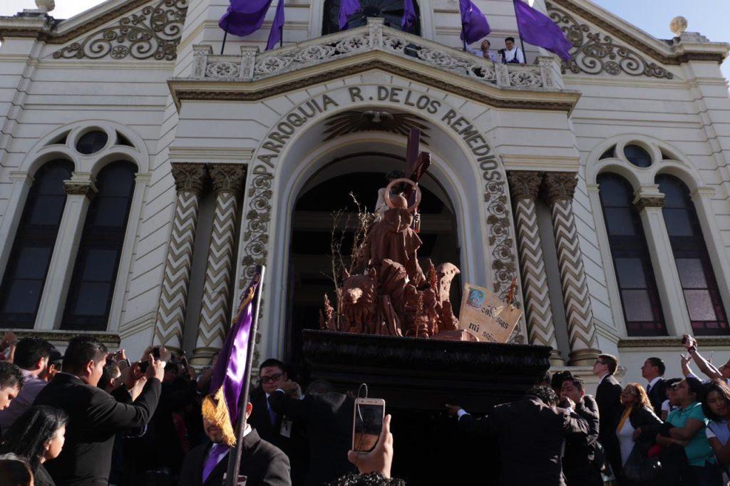 Este día también se llevó a cabo el Viacrucis Penitencial de Jesús de la Justicia del templo del Calvario, en la zona 1. (Foto Prensa Libre: Juan Carlos Pérez.)