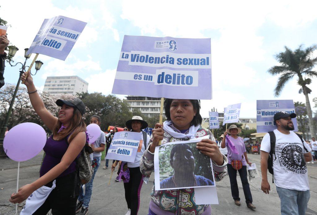 El recorrido inició en la 21 calle del Centro Cívico y culminó en la Plaza de la Constitución. (Foto Prensa Libre: Óscar Rivas)