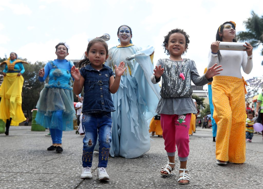 Dentro de la movilización participaron varias niñas. (Foto Prensa Libre: Óscar Rivas)