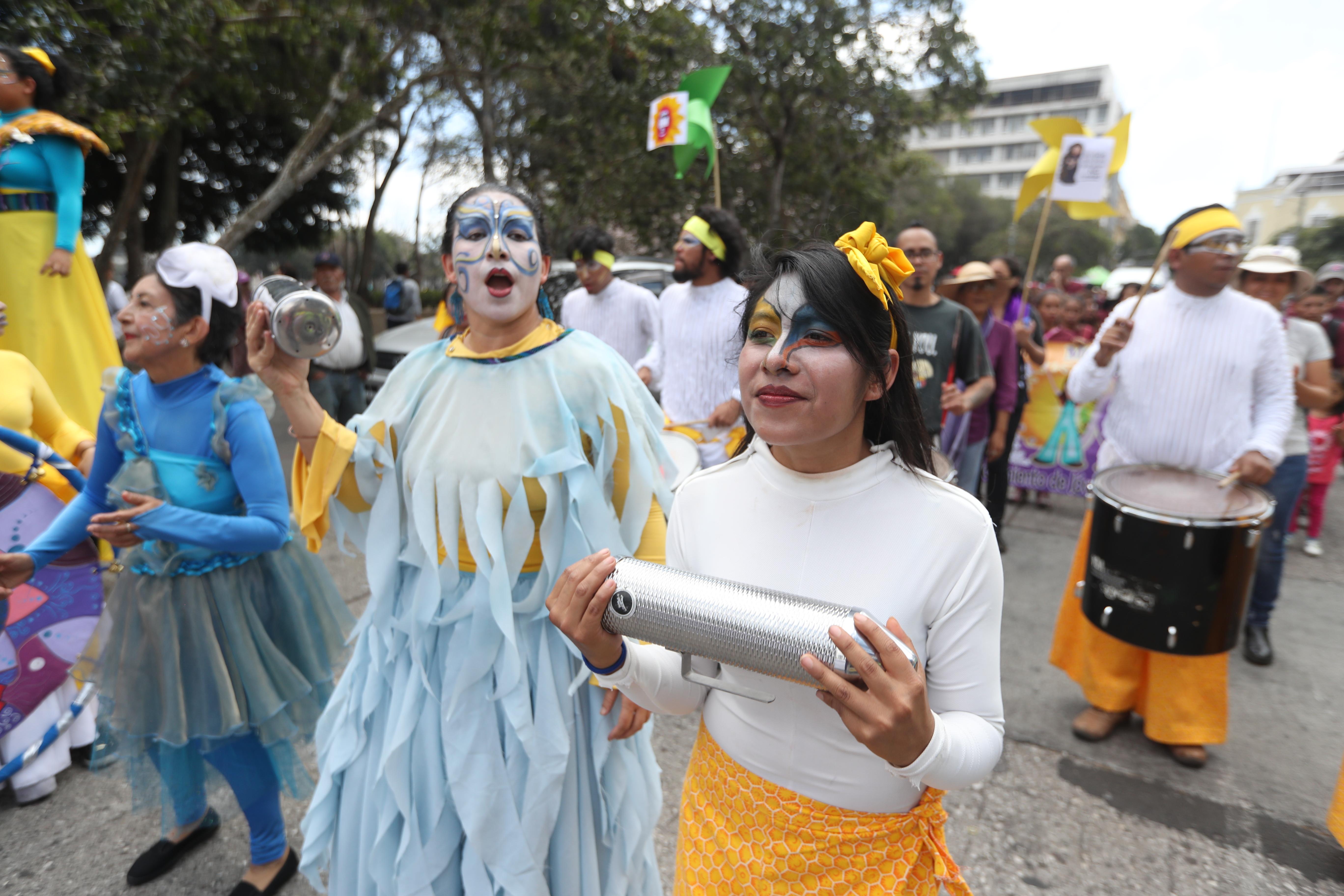 Varias bandas acompañaron la tradicional marcha del 8 de marzo. (Foto Prensa Libre: Óscar Rivas)