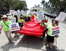 Con una marcha conmemoran el Día de la Mujer en la zona 1.