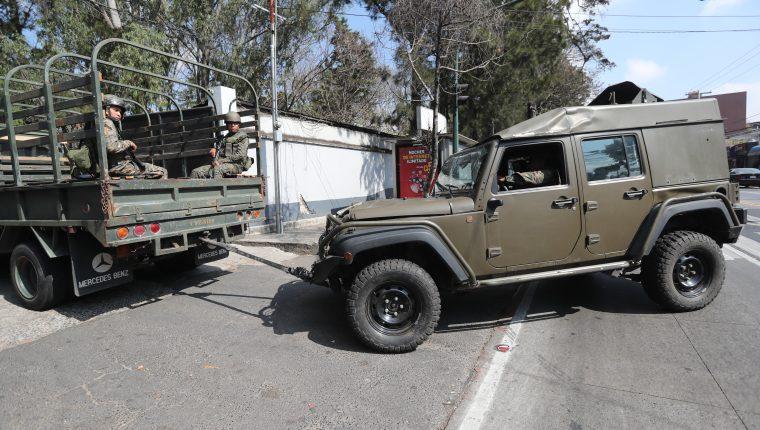 El Gobierno concentró los vehículos artillados J8 que el Gobierno estadounidense proporcionó para combate al crimen organizado, hasta el momento no se sabe por qué se tomó esa decisión. (Foto Prensa Libre: Erick Ávila)