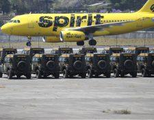 Más de 100 jeeps J8 donados por el Gobierno de EE. UU. permanecen hasta este domingo 17 de marzo en la Fuerza Aérea Guatemalteca esperando ser regresados a los Estados Unidos. (Foto Prensa Libre: Érick Ávila)