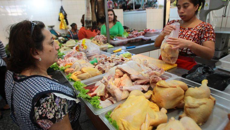 Más de 700 millones de libras de pollo nacional fueron consumidos en el 2017, según el reporte de Anavi. (Foto Prensa Libre: Hemeroteca)