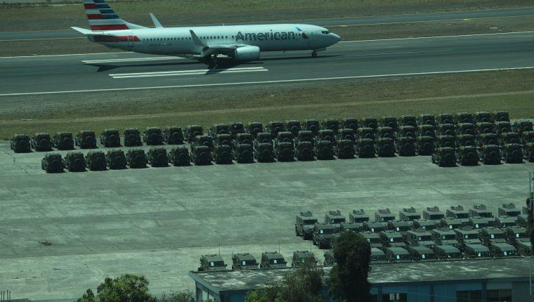 Los jeeps J8 que donó EE. UU. para tareas de combate al narcotráfico permanecen concentrados en la Fuerza Aérea Guatemalteca. (Foto Prensa Libre: Esbin García)