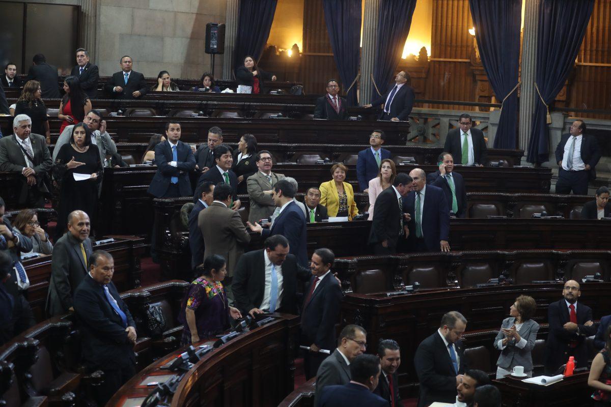Fragmentación en la UNE y búsqueda de acuerdos para directiva es la agenda alterna del Congreso
