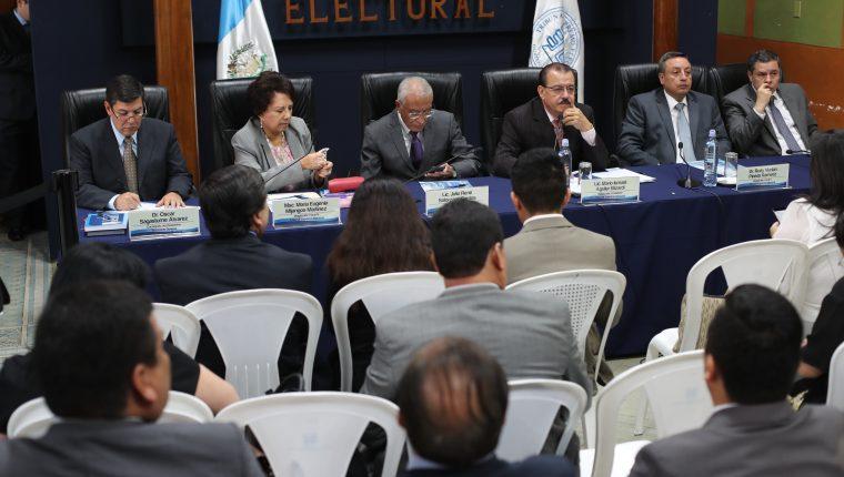 Magistrados del TSE revisarán los casos de Roberto Arzú y José Armando Ubico. (Foto Prensa Libre: Hemeroteca PL)