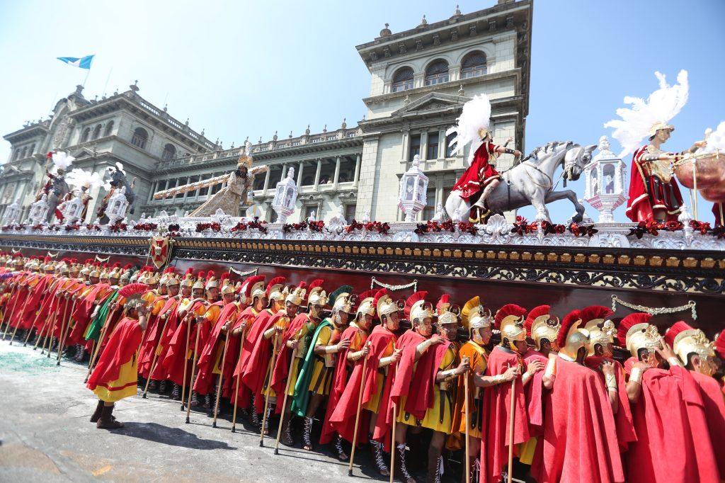 Para integrar el Escuadrón de Romanos hay que avocarse con la Asociación de Jesús Nazareno de los Milagros en el templo de San José y llevar un tiempo de noviciado