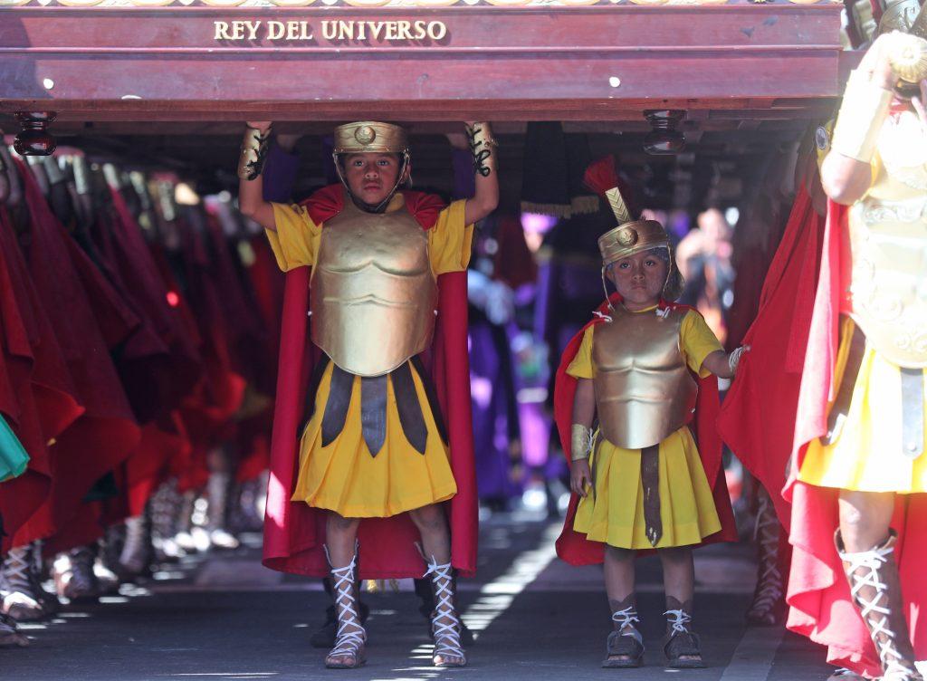 Los Romanos de San José acompañan a Jesús de los Milagros desde 1955