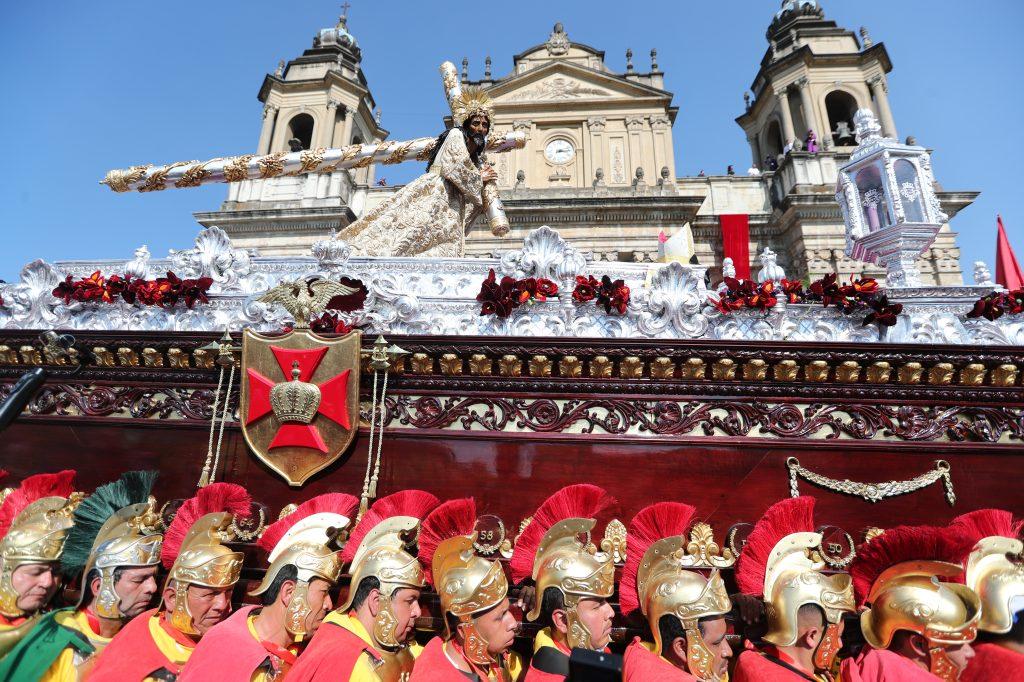 El Escuadrón de Romanos ha tenido el privilegio de llevar en hombros a Jesús de los Milagros para su Consagración y el 25 aniversario frente a Catedral Metropolitana