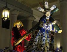 Réplica de la imagen de Jesús de las Tres Potencias, que se venera en la Parroquia Vieja, zona 6, y que es parte de la exposición en el Palacio Nacional de la Cultura. (Foto Prensa Libre,  María René Gaytán).