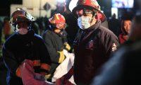 En el momento los cuerpos de socorro se trasladaron al lugar y daban una cifra de más de tres decenas de fallecidos. Foto Prensa Libre: Carlos Hernández Ovalle