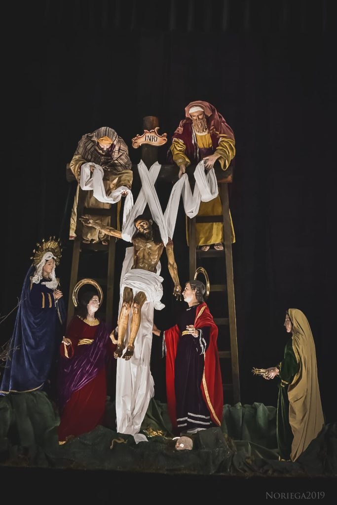 Recreando el descendimiento reapareció en los altares de velación el Sepultado de La Parroquian, en la zona 6. Foto Prensa LIbre: Mario Noriega