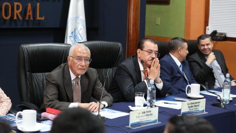 Los magistrados del TSE, durante la última reunión de fiscales de partidos políticos. (Foto Prensa Libre: Carlos Hernández)
