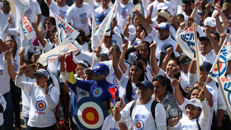 Partidarios de la UCN, durante la actividad en la cual el partido proclamó como candidato presidencial a Mario Estrada, en marzo del 2019, en el Obslisco, ciudad de Guatemala. (Foto Prensa Libre: Hemeroteca PL)