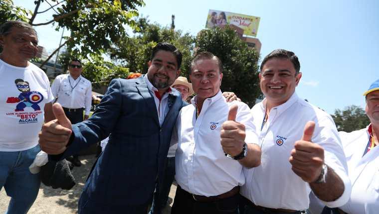 Mario Estrada, candidato a la Presidencia y Javier Castillo Valenzuela  candidato a la Vicepresidencia durante el lanzamiento de campaña de la UCN en el Obelisco. (Foto Prensa Libre: Hemeroteca PL)