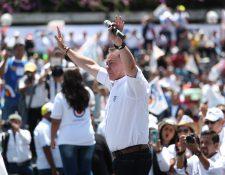 Mario Estrada, candidato a la presidencia por la UCN, durante el lanzamiento de su campaña.  (Foto Prensa Libre: Hemeroteca PL)