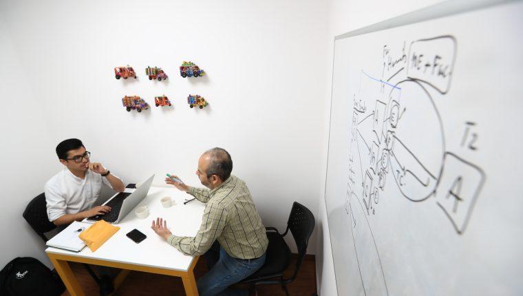 En el Centro de Emprendimiento del Ministerio de Economía, ubicado en el edificio central de la institución, se brinda capacitación a emprendedores y empresarios que necesitan fortalecer sus destrezas. (Foto Prensa Libre: Hemeroteca)
