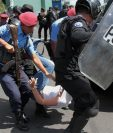 La represión del gobierno de Ortega contra manifestantes arreció el fin de semana, pese a las rondas de diálogo. (Foto Prensa Libre: AFP)