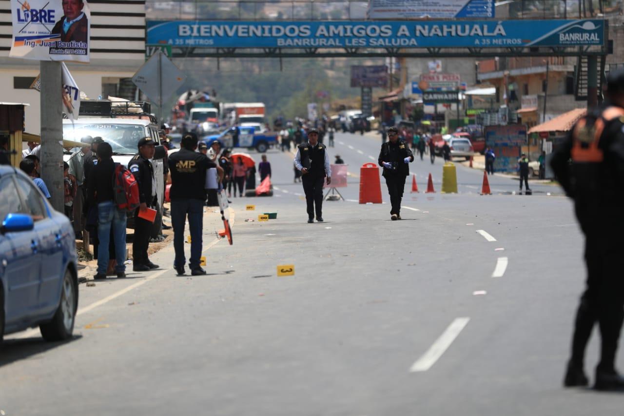Autoridades reconstruyen los hechos en el lugar donde fueron arrolladas unas 30 personas, de las cuales han fallecido 18. (Foto Prensa Libre: Hemeroteca PL)