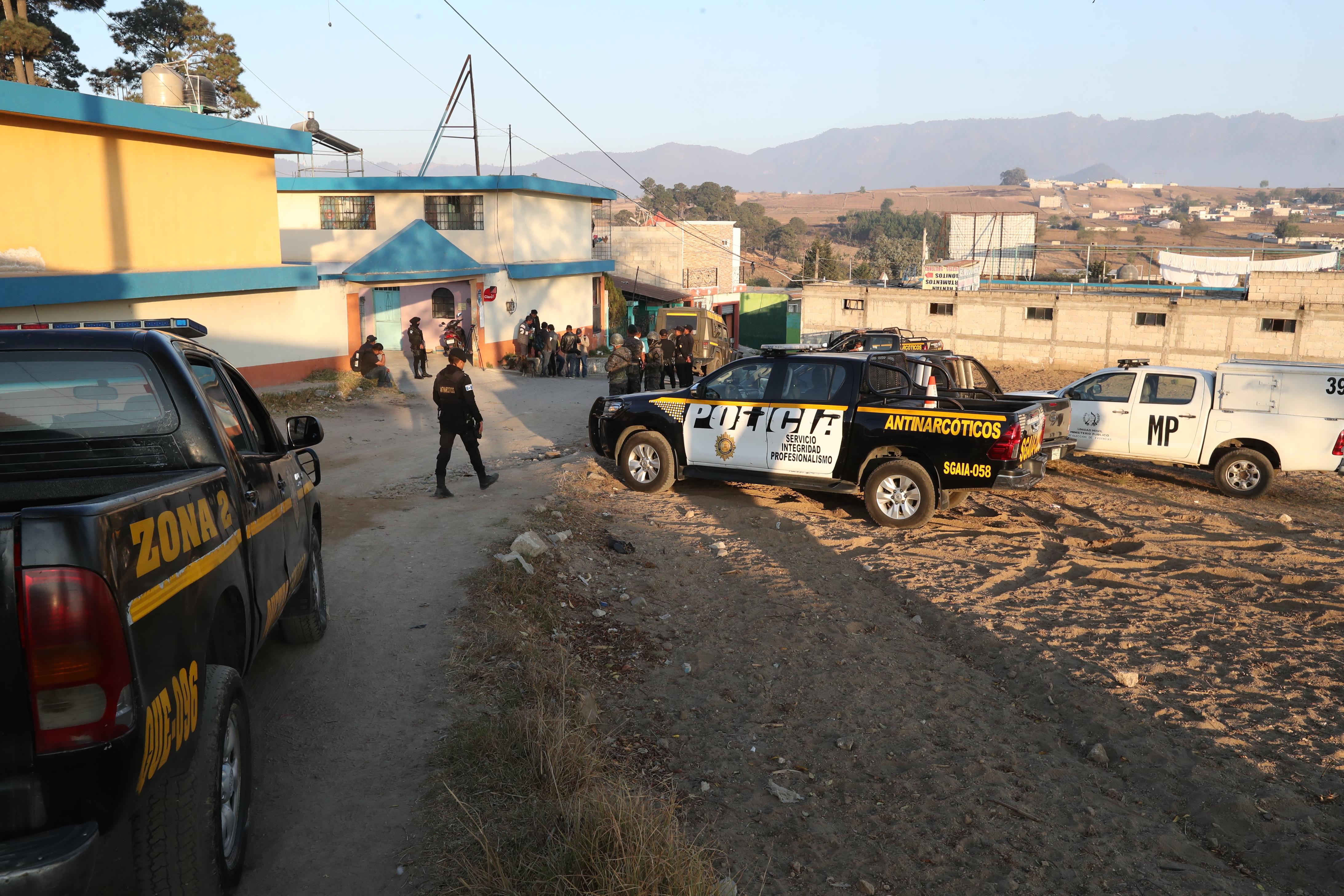 Agentes antinarcóticos desmantelaron un narcolaboratorio y detuvieron a un hombre. (Foto Prensa Libre)