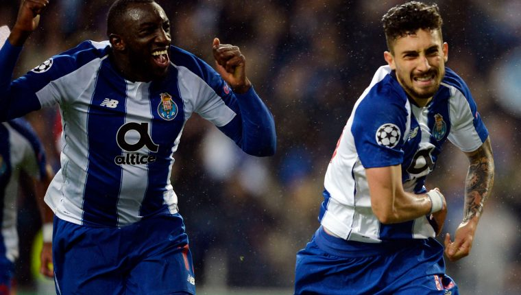 Porto's Brazilian defender Alex Telles (R) celebrates a goal with  teammate Malian forward Moussa Marega during the UEFA Champions League round of 16 second leg football match between FC Porto and AS Roma at the Dragao stadium in Porto on March 6, 2019. (Photo by MIGUEL RIOPA / AFP)
