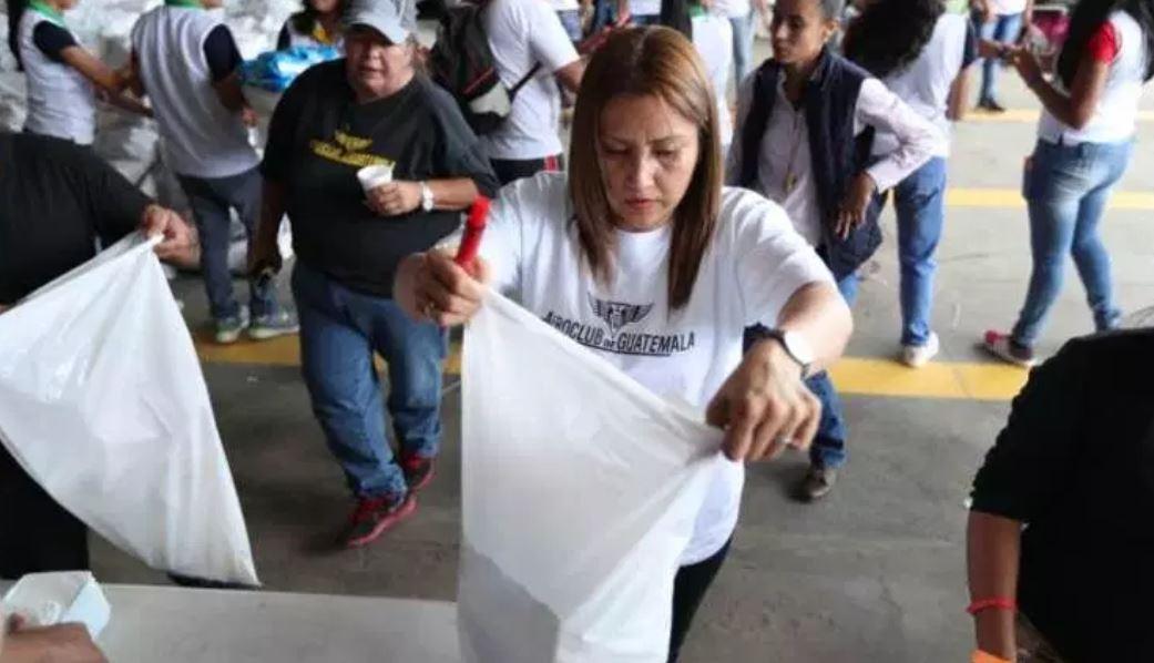 Patricia Marroquín ha hecho voluntariado para damnificados de la erupción del Volcán de Fuego. (Foto Prensa Libre: Esbin García)