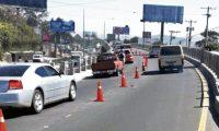 Municipalidad de Mixco coloca conos en el Paso de Desnivel donde fue el múltiple accidente que dejo como saldo 7 personas fallecidas. (Foto Prensa Libre: Hemeroteca PL)