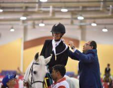 El jinete guatemalteco Rafael Ovalle conquistó la medalla de oro en los Juegos Mundiales de Verano, que se celebran en Abu Dhabi, Emiratos Árabes Unidos (Foto Prensa Libre: tomada del Twitter de Olimpiadas Especiales Guatemala)