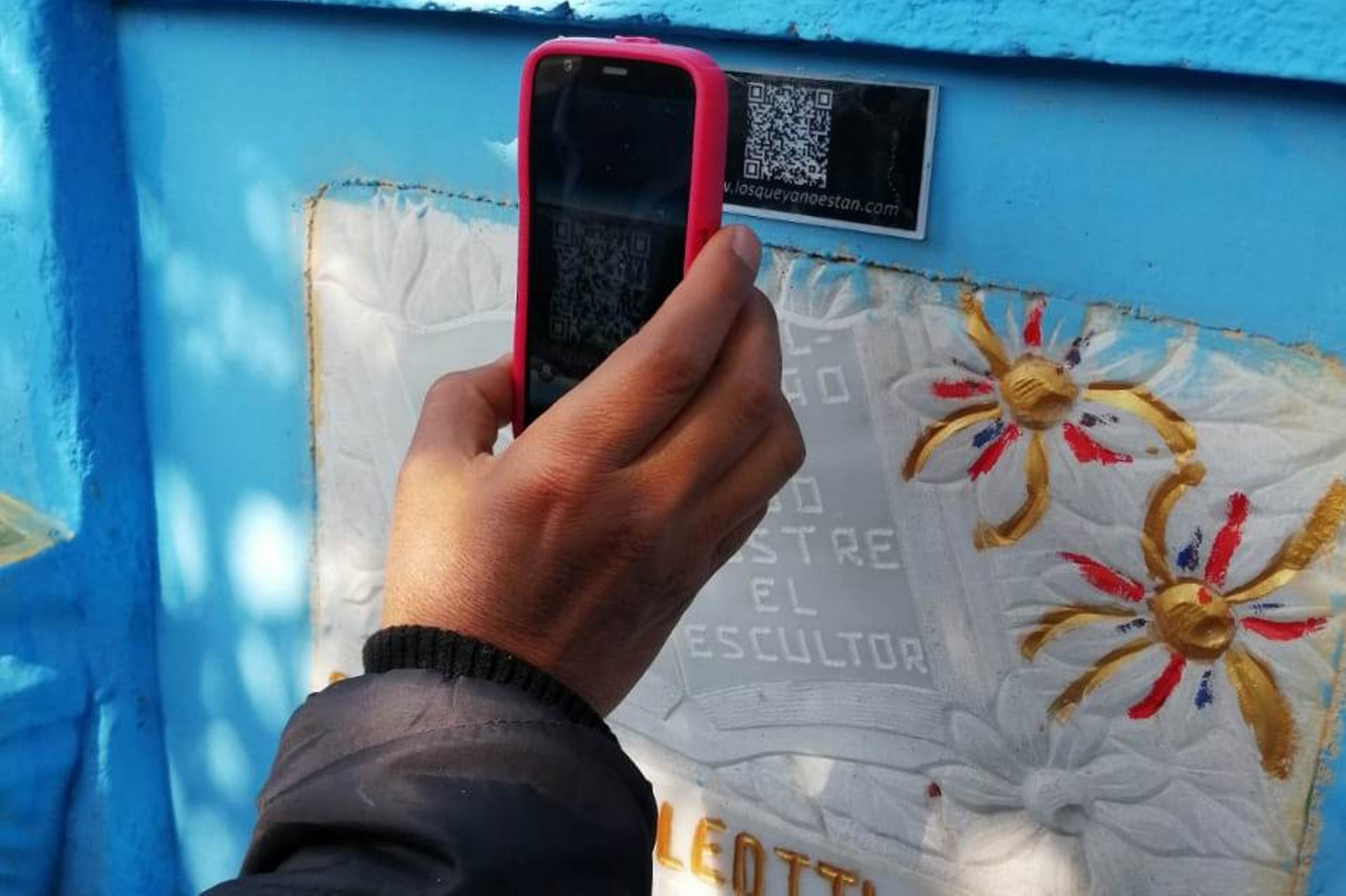 Por medio del código QR los visitantes podrán conocer más de la historia de Xela. (Foto Prensa Libre: María Longo)
