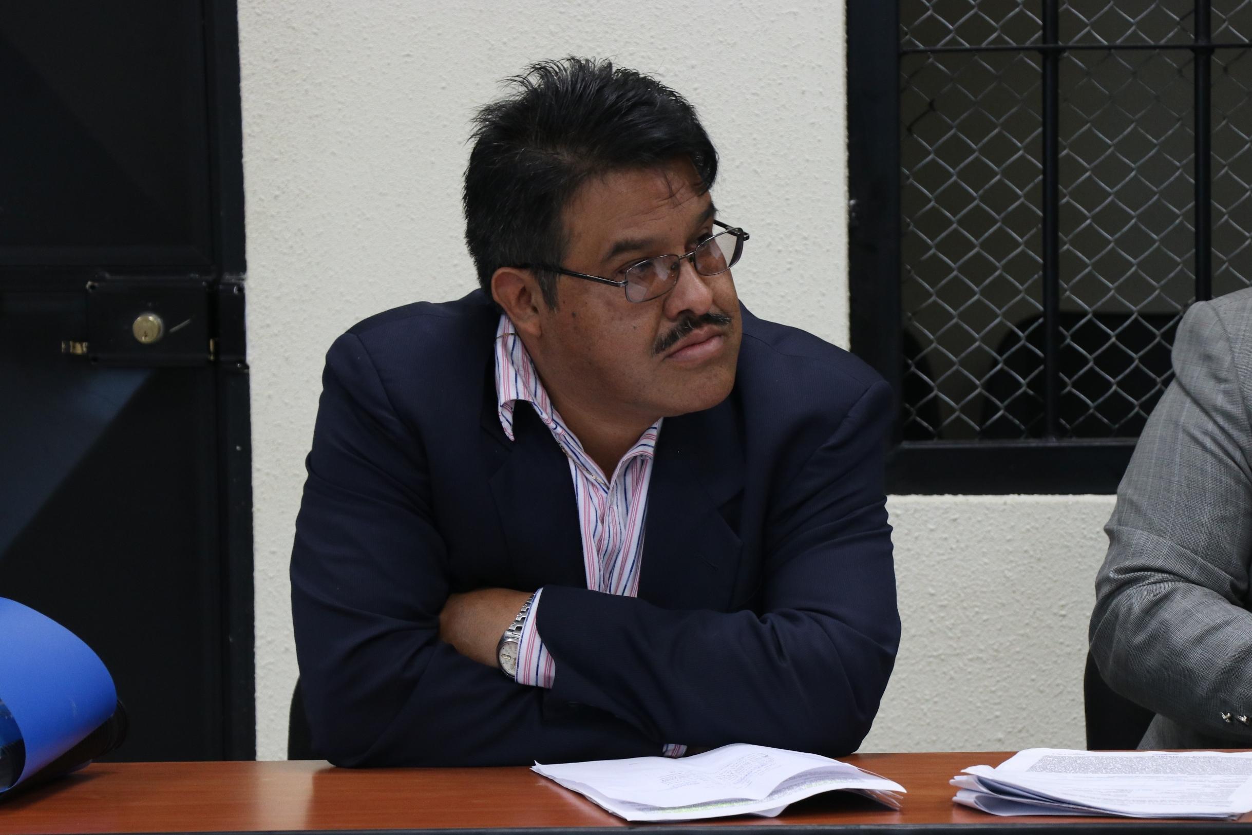 Braulio Jenner Rodríguez Alfaro escucha los hechos en su contra.. (Foto Prensa Libre: María Longo)