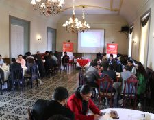 Decenas de empresarios quetzaltecos acudieron a un restaurante de la ciudad para informarse sobre la Feria Cantón en China. (Foto Prensa Libre: María Longo)