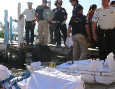 Tres personas muertas y cinco desaparecidas deja el naufragio de  lancha tiburonera en el Lago de Atitlán, el 14 de noviembre de 2018. (Foto Prensa Libre: Héctor Cordero).