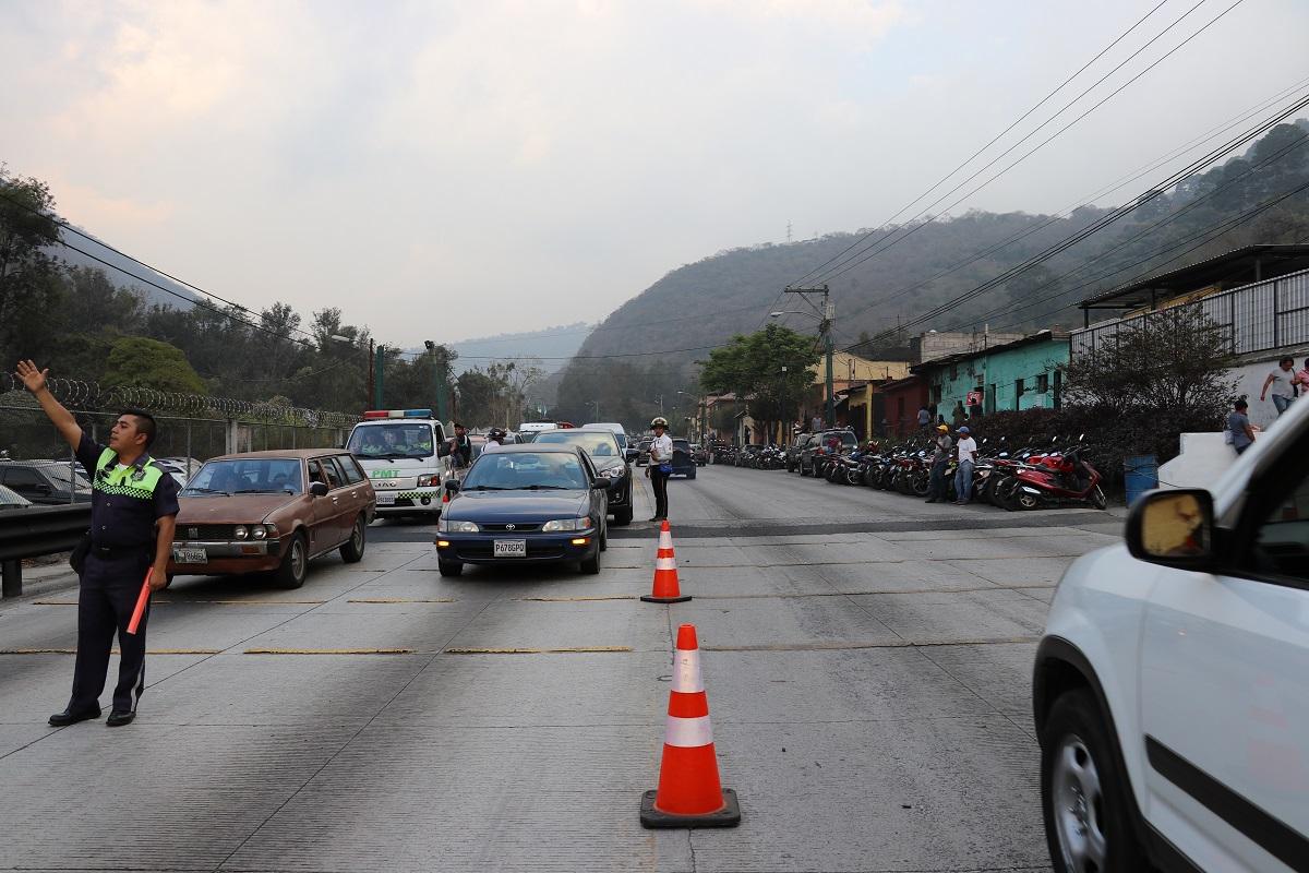 La RN10 estará cerrada varias horas este domingo por el cortejo procesional de Jesús Nazareno de Santa Inés. (Foto Prensa Libre: Julio Sicán).