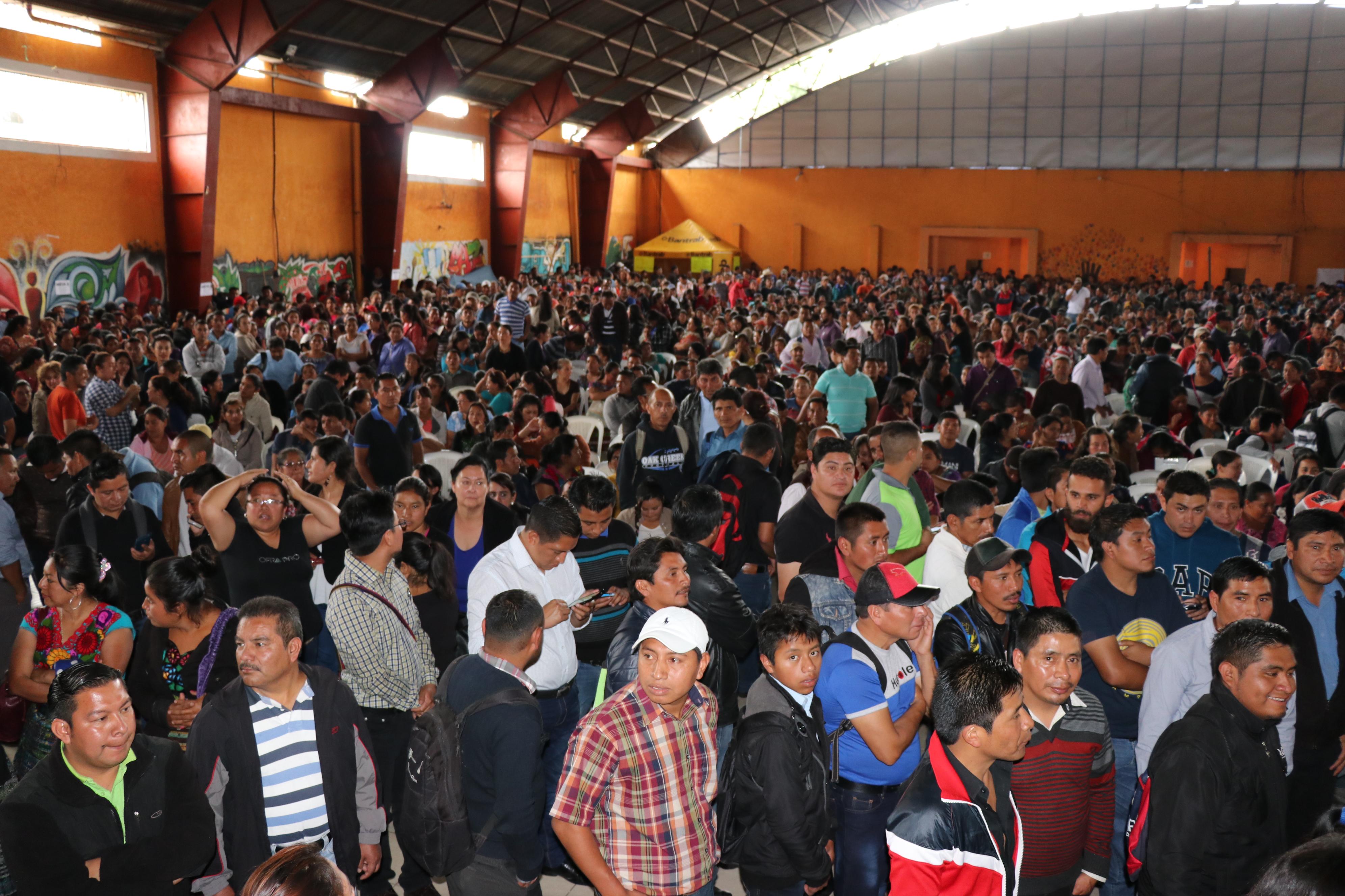 Más de 800 maestros del renglón 0-21 no han recibido pago en Quiché. (Foto: Prensa Libre: Héctor Cordero).
