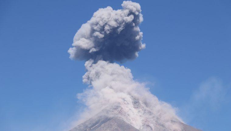 EL Volcán de Fuego, ubicado entre Chimaltenango, Sacatepéquez y Escuintla, se mantienen en constante actividad. (Foto Prensa Libre: Carlo Paredes)