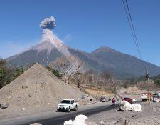 La Ruta Nacional 14 ya es transitable, aunque persiste la amenaza del Volcán de Fuego. (Foto Prensa Libre: Hemeroteca PL)