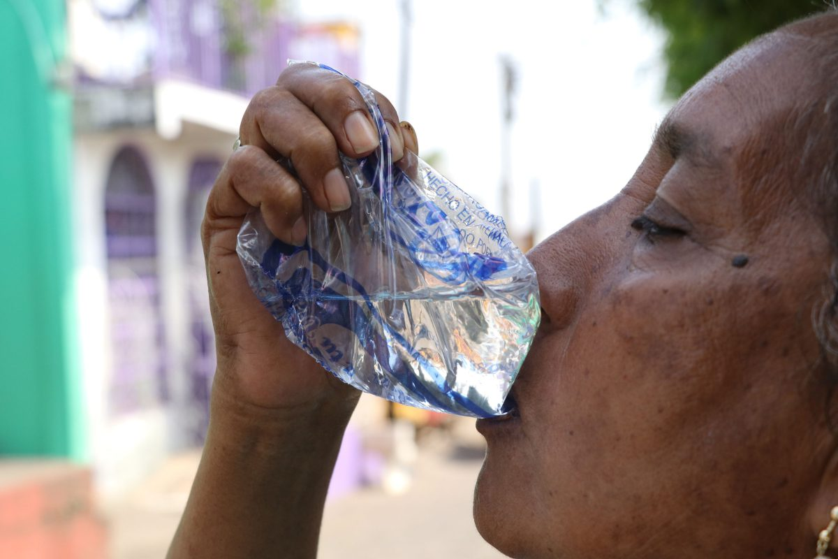 Proliferación de distribuidoras de agua envasada sin licencia sanitaria causa preocupación