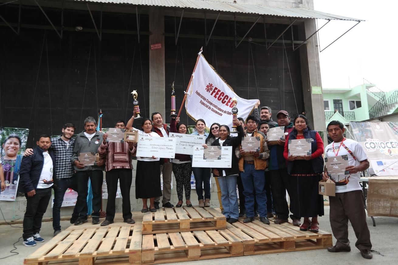Pequeños productores y compradores se conocieron en la competencia de café. (Foto Prensa Libre: María Longo)