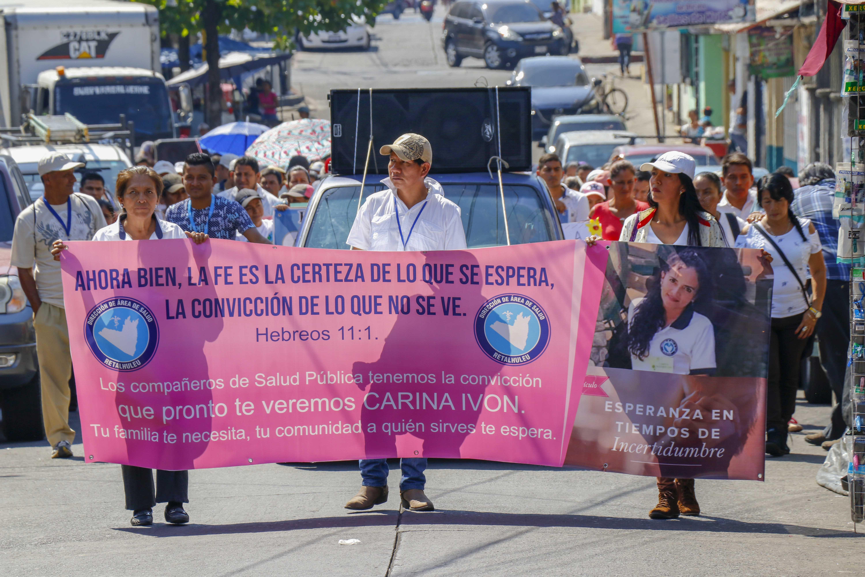 Trabajadores salubristas piden a las autoridades que agilicen las investigaciones sobre la desaparición de Carina Ivone Mazariegos de Aroche. (Foto Prensa Libre: Rolando Miranda)