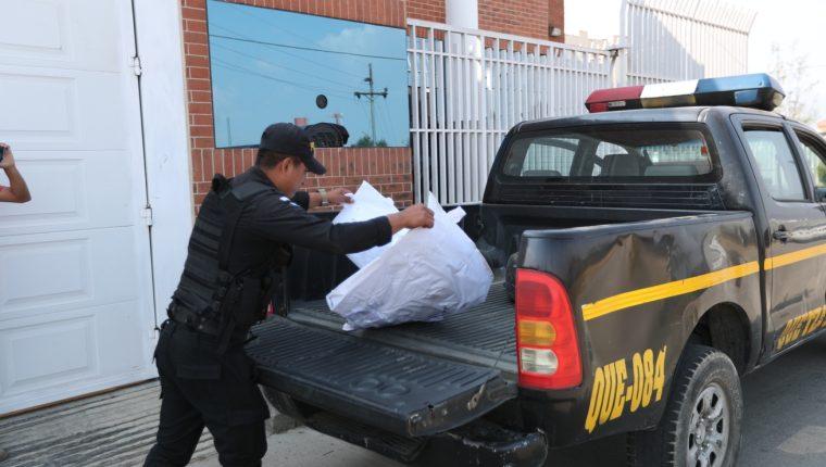 Los restos de la bebé fueron trasladados al Inacif de la cabecera departamental. (Foto Prensa Libre: María Longo)