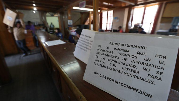 Caída del sistema informático de la Municipalidad de Quetzaltenango provoca que no se cobren los servicios municipales, ni se extiendan licencias municipales. (Foto Prensa Libre: Mynor Toc)