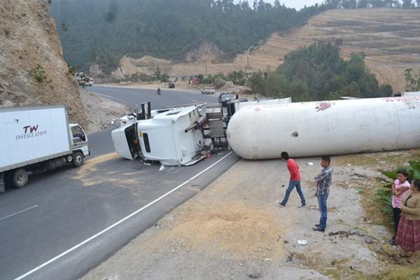 Un accidente de tránsito ocurrido en el 2018 que involucró a un tráiler. (Foto Prensa Libre: Hemeroteca PL)