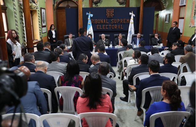Fiscales de partidos políticos y magistrados del TSE se reúnen todos los jueves. (Foto Prensa Libre: Carlos Hernández)