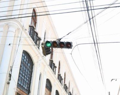 Semáforos del Centro Histórico serán substituidos por los nuevos semáforos que compró la comuna la semana pasada.  (Foto Prensa Libe: María Longo)