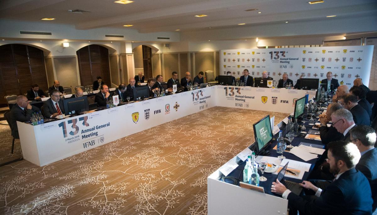 La IFAB presento modificaciones a las reglas del futbol. (Foto Prensa Libre: @TheIFAB)