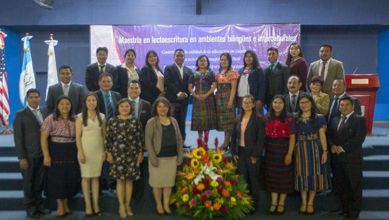 Los nuevos profesionales que culminaron los estudios en la Maestría en Lectoescritura en ambientes bilingües e interculturales.